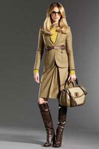 Кожаные перчатки более износостойки, выглядят более элегантно и солидно и подходят под любой стиль.