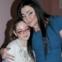Лолита Милявская забирает мать и дочь из Киева